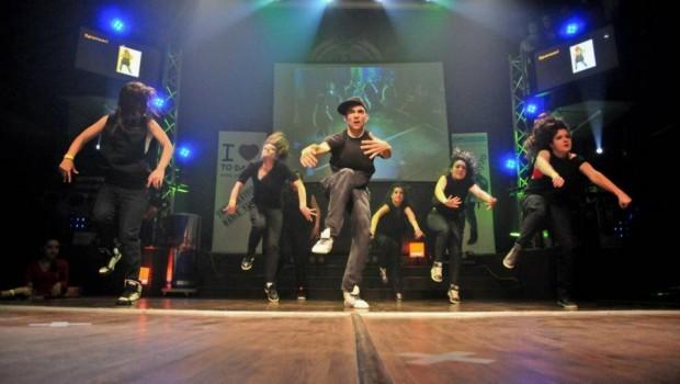 Dansatorii trupei de dans Freaks