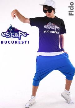 Dansator al trupei de dans Escape Crew