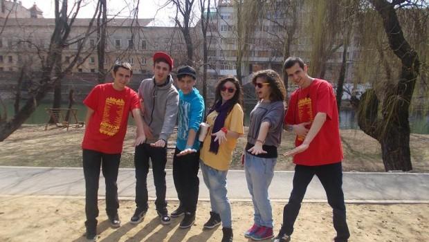 Dansatori de la trupa de dans Evolution Crew Botosani