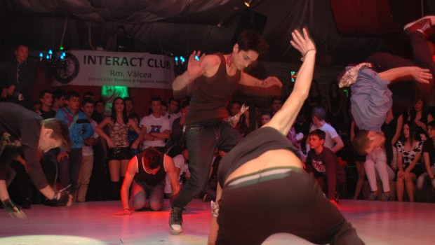 Dansatori ai trupei de dans Motion