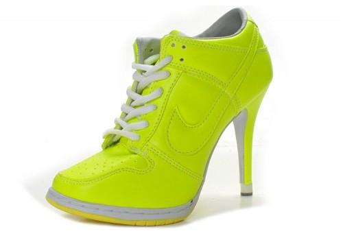 Adidasi tocuri Nike neon